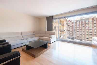 Bright spacious apartment with terrace in central district of Barcelona